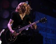 <p>Madonna durante un'esibizione live. REUTERS/Stephen Hird (BRITAIN)</p>