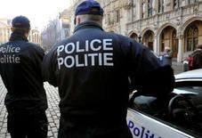<p>La police belge a ouvert une enquête pour vérifier si certains de ses membres ont bien soufflé eux-mêmes dans le ballon afin de pouvoir atteindre les objectifs de contrôle d'alcoolémie au volant. /Photo d'archives/REUTERS/Ezequiel Scagnetti</p>