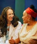 <p>Foto de divulgação das cantoras Maria Bethânia e Omara Portundo, que lançam esta semana CD e DVD em parceria. Photo by Divulgação</p>