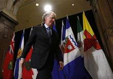 <p>Quebec Premier Jean Charest leaves after speaking to journalists before the start of the Council of the Federation meeting in Ottawa January 11, 2008. REUTERS/Chris Wattie</p>
