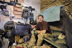 <p>O príncipe Harry da Grã-Bretanha em sua cama no acampamento na base Delhi, sul do Afeganistão. O príncipe Harry será retirado do Afeganistão depois que a imprensa noticiou que ele está há dois meses e meio na frente de batalha, segundo fontes do Ministério da Defesa. Photo by Pool</p>