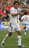 <p>Atacante Fred, do Olympique de Lyon, comemora gol que garantiu a vitória ao time sobre o Lille, neste sábado, no Stade de France. Photo by Benoit Tessier</p>
