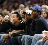 <p>Director Spike Lee (L) and actor Chris Rock watch during the New York Knicks NBA basketball game with the Los Angeles Lakers at Madison Square Garden in New York, December 23, 2007. REUTERS/Ray Stubblebine</p>