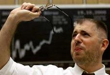 <p>Un trader al lavoro. REUTERS</p>