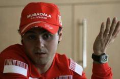 <p>Massa tenta tirar atenções de Raikkonen e largar na frente. Felipe Massa começará a temporada de 2008 da Fórmula 1 em uma situação oposta à do ano passado, quando era um dos favoritos ao título. Dessa vez, as atenções estão voltadas para o atual campeão mundial Kimi Raikkonen. 4 de março. Photo by Paulo Whitaker</p>