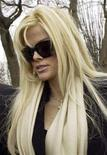 <p>File photo shows Anna Nicole Smith arriving for her hearing at the Supreme Court in Washington in this February 28, 2006 file photo. REUTERS/Chris Kleponis/Files</p>
