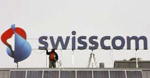 <p>Swisscom SA a enregistré une hausse de 29,4% de son bénéfice net après minoritaires en 2007, qui s'est élevé à 2,068 milliards de francs suisses contre 1,598 milliard un an plus tôt. /Photo prise le 28 février 2008/REUTERS/Arnd Wiegmann</p>