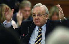 <p>German-Canadian arms dealer Karlheinz Schreiber testifies before the Commons ethics committee on Parliament Hill in Ottawa February 25, 2008. The Canadian government has agreed not to extradite Schreiber to Germany until he can testify at a public inquiry into cash payments made to a former prime minister, his lawyer said on Wednesday. REUTERS/Chris Wattie</p>