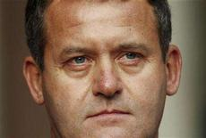 <p>Princess Diana's former butler Paul Burrell poses for photographers at the High Court in London January 14, 2008. Burrell has refused to be questioned about whether he lied to the inquest into her death. REUTERS/Kieran Doherty</p>