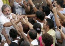 <p>Lula diz que polícia 'não pode entrar batendo' nas favelas. Em discurso na favela da Rocinha, palco de constantes confrontos entre policiais e traficantes, o presidente Luiz Inácio Lula da Silva condenou a violência policial nas favelas. 7 de março. Photo by Bruno Domingos</p>