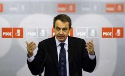 <p>O primeiro ministro espanhol José Luis Rodriguez Zapatero gesticula durante conferência de imprensa em Madri, após vencer as elições presidenciais. O governo socialista espanhol prepara na segunda-feira um programa de obras públicas para estimular a economia, depois da vitória eleitoral da véspera. Photo by Susana Vera</p>