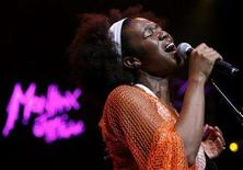 <p>Singer India.Arie performs at the 41st Montreux Jazz festival July 8, 2007. REUTERS/Denis Balibouse</p>