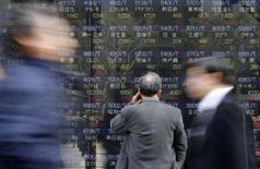 <p>As bolsas de valores da Ásia fecharam em queda nesta quinta-feira, pressionadas por um dólar perto de 100 ienes e pelo petróleo em cerca de 110 dólares o barril. Photo by Toru Hanai</p>