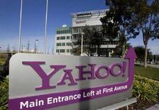 <p>Una insegna di Yahoo! all'ingresso della sede centrale a Sunnyvale, in California.REUTERS/Kimberly White (UNITED STATES)</p>