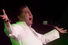 <p>Foto de archivo del cantante Danny Rivera durante un concierto en La Habana (14-03-08). República Dominicana otorgó la ciudadanía al cantautor Danny Rivera, nacido en Puerto Rico, en agradecimiento por su aporte a la cultura de la isla caribeña durante décadas, dijeron el viernes medios locales. Photo by Rafael Perez/Reuters</p>