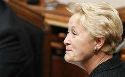 <p>Newly elected Parti Quebecois leader Pauline Marois looks at former member of the National Assembly Rosaire Bertrand (not pictured) as the session resumes at the National Assembly in Quebec City October 16, 2007. REUTERS/Mathieu Belanger</p>