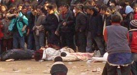 <p>China diz estar usando moderação em crise no Tibet. A China disse que mostrou grande prudência para enfrentar os protestos violentos de tibetanos, que o governo chinês afirma terem sido orquestrados por seguidores do Dalai Lama que buscam ofuscar os Jogos Olímpicos de Pequim. 17 de março. Photo by Reuters (Handout)</p>