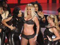 <p>Britney Spears si esibisce agli MTV Video Music Awards 2007 a Las Vegas. REUTERS/Robert Galbraith (UNITED STATES)</p>