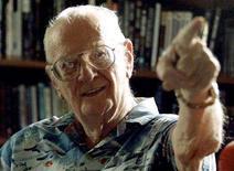 <p>Lo scrittore di fantascienza Arthur C. Clarke nella sua casa a Colombo, nello Sri Lanka. REUTERS/Anuruddha Lokuhapuarachchi</p>