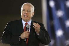 <p>Candidato republicano à presidência dos EUA, senador John McCain, fala ao seu eleitorado durante evento em Springfield. McCain, chegou a Bagdá no domingo para avaliar as melhorias na segurança do Iraque atribuídas ao envio de um reforço de 30.000 militares norte-americanos, medida que ganhou seu forte apoio. Photo by Tim Shaffer</p>