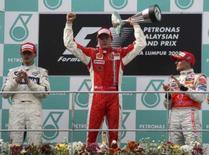 <p>Raikkonen repõe a Ferrari no topo; Massa fica fora outra vez. Kimi Raikkonen provou que a Ferrari continua sendo a equipe a ser batida ao vencer, sem muito esforço, o Grande Prêmio da Malásia neste domingo. Photo by Stringer</p>