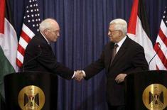 <p>Cheney pede 'concessões dolorosas' pela paz no Oriente Médio. O vice-presidente dos EUA, Dick Cheney, disse no domingo que a paz no Oriente Médio requer concessões dolorosas tanto por parte de Israel como dos palestinos. 23 de março. Photo by Loay Abu Haykel</p>