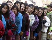 <p>Bhutanese voters stand in a line outside a polling station to cast their ballot in Thimpu March 24, 2008. REUTERS/Desmond Boylan</p>