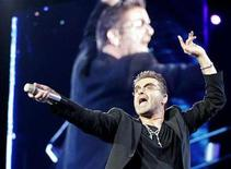 <p>British pop singer George Michael performs at the OAKA Stadium in Athens, July 26, 2007. REUTERS/John Kolesidis</p>