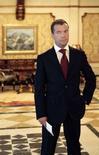 <p>Дмитрий Медведев во время радиообращения к гражданам России в Сочи, 7 марта 2008 года. Избранный президент РФ Дмитрий Медведев дал первое большое интервью независимому изданию с момента назначения преемником Владимира Путина. REUTERS/RIA Novosti/Kremlin/Mikhail Klementyev</p>