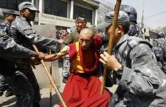 <p>ONU alerta Nepal sobre prisão de manifestantes tibetanos. O Nepal reprimiu manifestações contrárias à China e prendeu dezenas de manifestantes  em meio aos alertas da agência de direitos humanos da ONU de que a prisão de manifestantes tibetanos sem acusações é ilegal. 25 de março. Photo by Gopal Chitrakar</p>