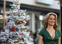 "<p>Actress Elizabeth Banks poses at the premiere of ""Fred Claus"" at Grauman's Chinese theatre in Hollywood, California November 3, 2007. REUTERS/Mario Anzuoni</p>"