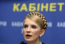 <p>Юлия Тимошенко выступает на пресс-конференции в Киеве, 5 марта 2008 года. Правительство Украины, столкнувшееся с проблемой высокой инфляции на потребительском рынке, в течение ближайших двух месяцев планирует снизить цены на три десятка товарных позиций, что позволит удержать годовой уровень инфляции в 2008 году в запланированных параметрах на уровне менее 10 процентов, сказала премьер-министр Юлия Тимошенко. REUTERS/Stringer</p>