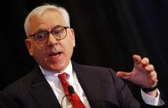 <p>David Rubenstein, le cofondateur de Carlyle Group. Le fonds d'investissement Carlyle annonce avoir finalisé le rachat de 37,8% du capital du câblo-opérateur Numericable pour 1,1 milliard d'euros. /Photo d'archives/REUTERS/Mike Segar</p>