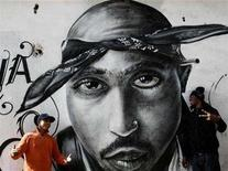 <p>A graffiti sketch of Tupac Shakur in Portugal, in a file photo. The Los Angeles Times on Wednesday launched an internal probe of its recent story about the 1994 shooting of rapper Tupac Shakur after a Web site questioned documents on which the newspaper based its report. REUTERS/Nacho Doce</p>