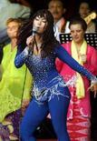 <p>La cantante indonesiana Inul in uno spettacolo del 2003. REUTERS/Darren Whiteside</p>