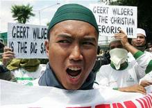<p>A hardline Muslim youth shouts slogans during a rally outside the Dutch Embassy in Jakarta March 31, 2008. REUTERS/Dadang Tri</p>