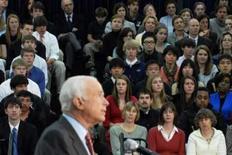 <p>O candidato do partido Republicano John McCain dá palestra na Episcopal High School, na Virgínia, em 1o de abril. Photo by Jonathan Ernst</p>