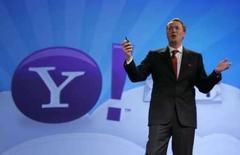 <p>Marco Boerries, vice-presidente-executivo do Yahoo, revela o Yahoo! oneSearch 2.0 nesta quarta-feira. O Yahoo revelou na quarta-feira recursos que facilitarão buscas na Web feitas via celulares, na mais recente etapa da batalha da empresa contra o Google pela nova fronteira da Internet. Photo by Steve Marcus</p>