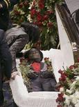 <p>Un'immagine dei funerali del cantante soul James Brown tenuti negli Stati Uniti il 30 dicembre 2006. REUTERS/Tami Chappell (UNITED STATES)</p>