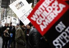 <p>Comedian, writer and actor Richard Belzer walks with supporters and members of the Writers Guild of America as they picket outside the News Corp building in New York December 4, 2007. REUTERS/Shannon Stapleton</p>