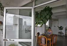<p>La blogueuse cubaine Yoani Sanchez, qui tient une chronique acérée des tracas de la vie quotidienne sous le régime communiste cubain, a reçu l'un des plus prestigieux prix journalistiques espagnols, le prix Ortega et Gasset du journalisme numérique. /Photo prise le 3 octobre 2007/REUTERS/Claudia Daut</p>