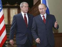 <p>Президент США Джордж Буш (слева) и его российский коллега Владимир Путин в Сочи, 6 апреля 2008 года. Россия продолжает выступать против планов США по размещению элементов системы противоракетной обороны в Европе, сказал Путин, в то же время отметив позитивные моменты в обсуждении этого вопроса с Бушем. (REUTERS/Ria Novosti/KREMLIN/Vladimir Rodionov)</p>