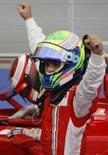 <p>Massa comanda dobradinha da Ferrari no Barein. O brasileiro Felipe Massa comandou a dobradinha da Ferrari no Grande Prêmio do Barein neste domingo, e seu companheiro de equipe Kimi Raikkonen tomou a liderança do campeonato das mãos de Lewis Hamilton, da McLaren. 6 de abril. Photo by Ahmed Jadallah</p>