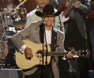 <p>Singer George Strait performs 'Give It Away' at the 40th Country Music Awards in Nashville, Tennessee November 6, 2006. REUTERS/Tami Chappell</p>