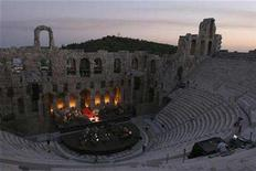 <p>Lebanese diva Fairuz rehearses at the ancient Odeon of Herodes Atticus in Athens in the early hours of July 7, 2007. REUTERS/Hasan Mroue/Handout</p>