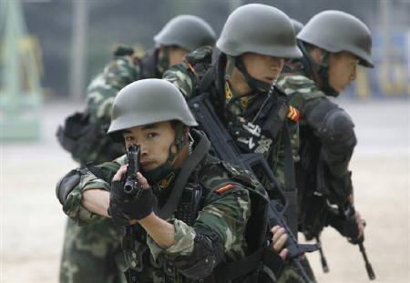 Paramilitary police for the 2008 Beijing Olympic Games take part in a training session in Beijing April 10, 2008. REUTERS/Joe Chan