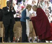<p>Il Dalai Lama ieri a Seattle. REUTERS/Marcus R. Donner</p>