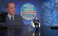 <p>O magnata italiano Silvio Berlusconi em programa de televisão de Roma. Berlusconi prometeu realizar reformas econômicas e conter a imigração ilegal, de modo a impedir a entrada de estrangeiros que possam cometer crimes. Photo by Pool</p>