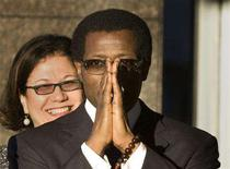 <p>Actor Wesley Snipes clasps his hands together as he arrives at the U.S. Federal Court to stand trial for conspiracy to defraud the U.S. government and filing a false claim for a $7 million refund, in Ocala, Florida, January 14, 2008. Federal prosecutors have recommended that Snipes serve a three-year prison sentence and pay a $5 million fine for his conviction in February of failing to file tax returns. REUTERS/Scott Audette</p>