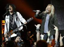 <p>Lead singer Vince Neil (R) and bassist Nikki Sixx of Motley Crue perform at Avalon in Hollywood, California April 15, 2008. REUTERS/Mario Anzuoni</p>